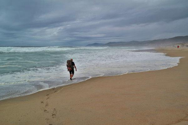 Wo es möglich ist, gehe direkt am Strand