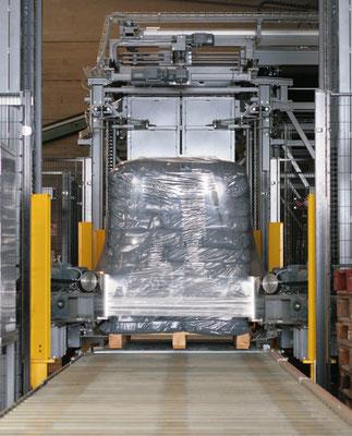 Los pallets son sellados para facilitar el transporte e impermeabilizar la mercancía (pallet stretching).
