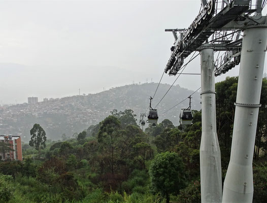 ......auf einen der vielen Hügel um Medellin.