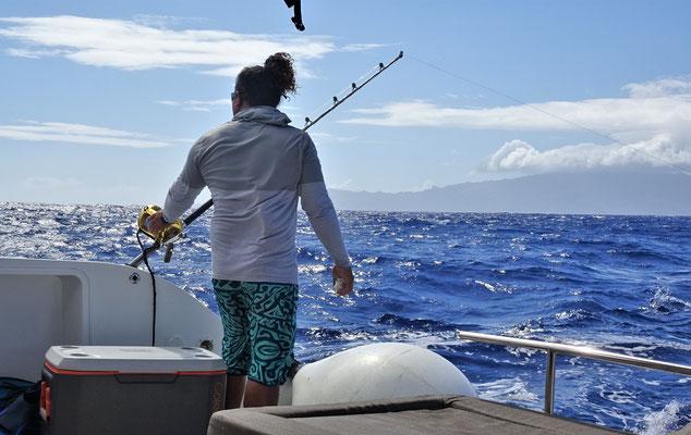 Auf dem Weg wird gefischt.