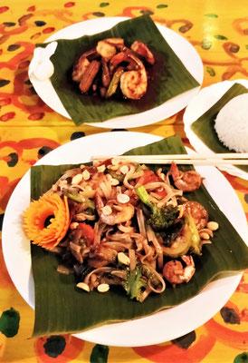 ......Grüner Papayasalat und Nudeln mit Shrimps.