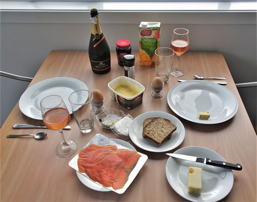 ...Champagner-Frühstück auch dabei sein.