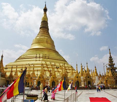 ...mit dem grossen Stupa.