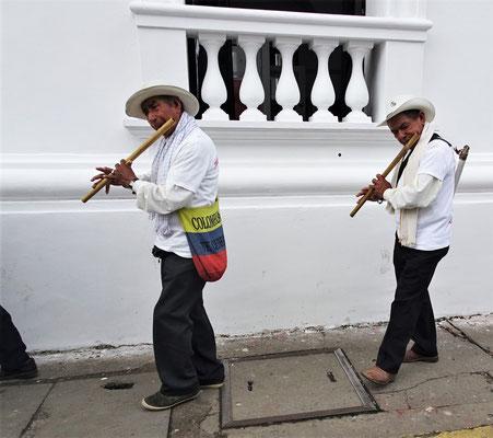.....mit traditioneller Musik.