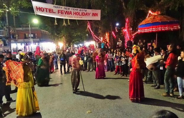 Neujahrsfest auf den Strassen von Pokhara
