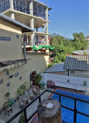 .....mit Balkon und Poolblick....ect.