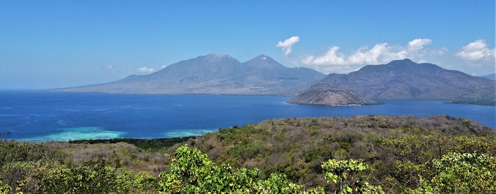 Blick über die Bucht auf den Levotobi.