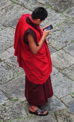 Auch die Mönche passen sich an die Technik an.