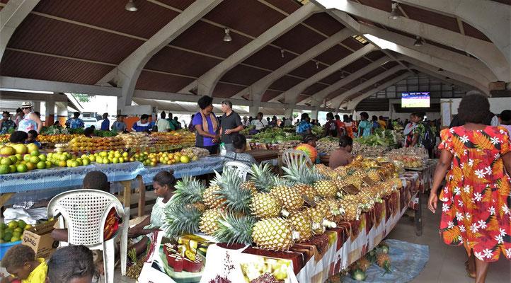Die Markthalle von Port Vila.....