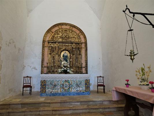 Die einfache Kirche in der Festung.