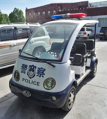 Die Verkehrspolizei mit Elektroauto