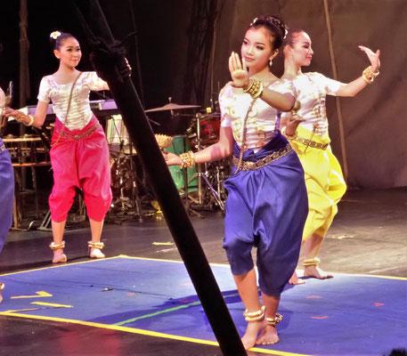 Besuch der Zirkus-Schule mit Tanz......