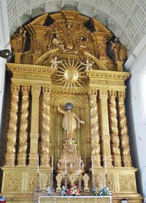 ....mit dem Altar und....
