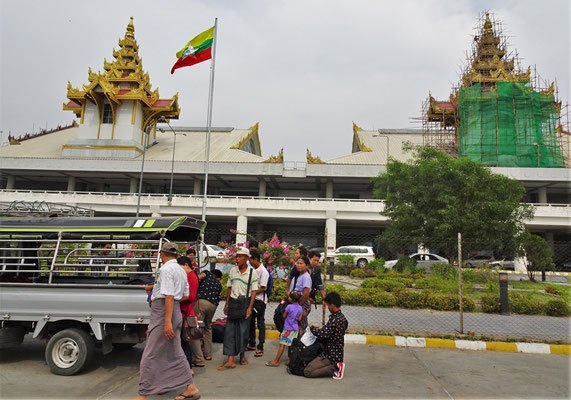 Das Flughafengebäude von Mandalay.