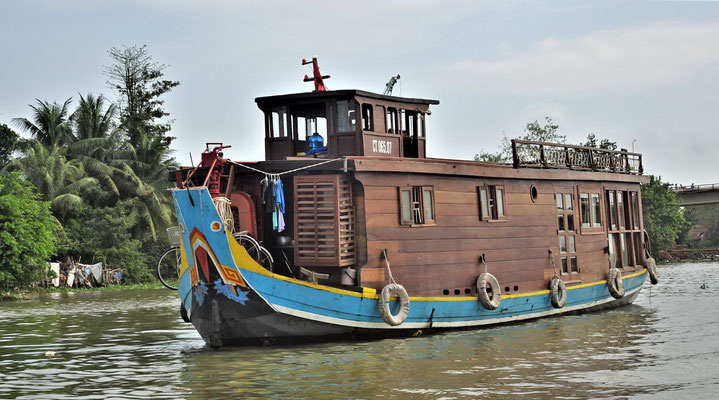 Das Schwesterboot.