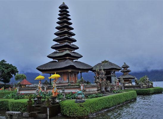 ....Pura Ulun Daru Beratan Tempel....