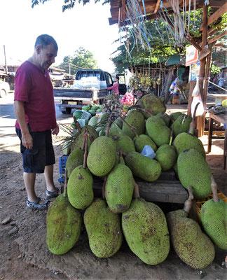 Jack Fruit auf einem Markt.