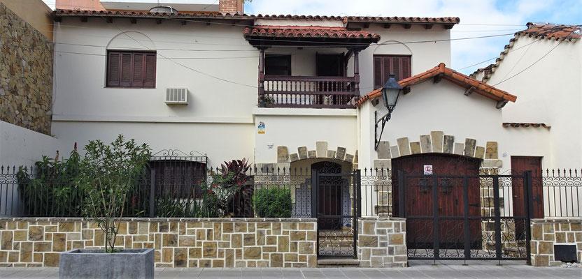 Ein neues Haus im Spanischen Kolonialstiel.