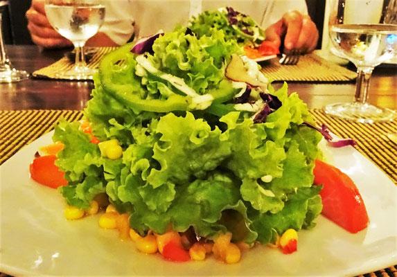 ....mit feinem Salat und.....