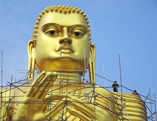 ....30m hohen Buddha Statue die...