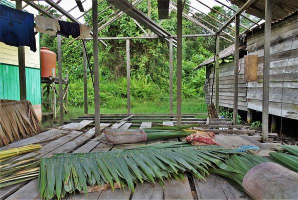 ....aus Palmblätter hergestellt.