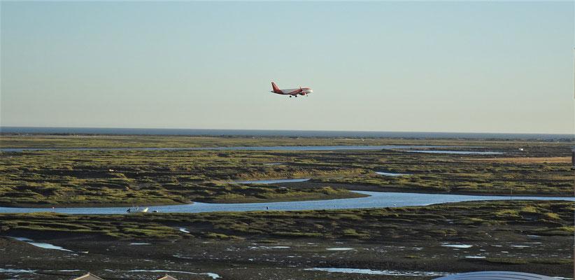 Landeanflug in Faro bei Ebbe.....