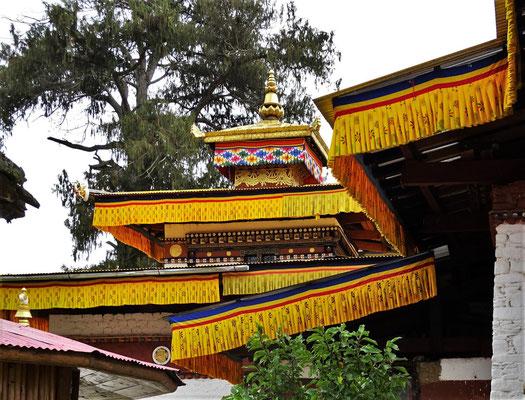 ...einer der 108 Tempel die der Tibetische König Sogtsen Gampo erbaute..