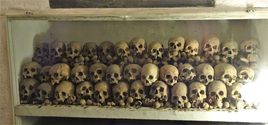 Die Schädel werden aufbewahrt.