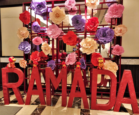 Das Ramada Manila Central mit der Neujahrsdeko.
