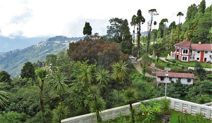 Blick von der Pagoda auf Darjeeling