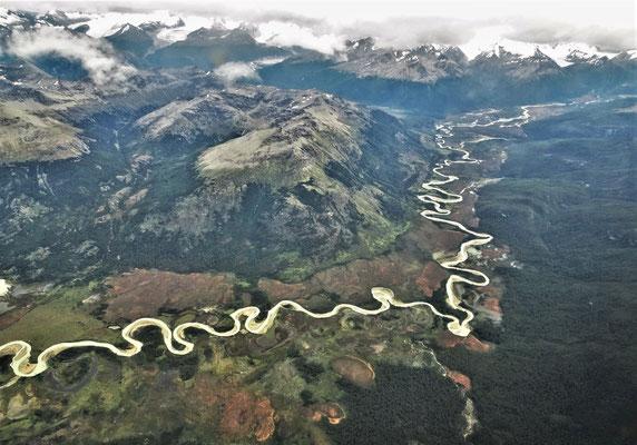 Ein Fluss schlängelt.....