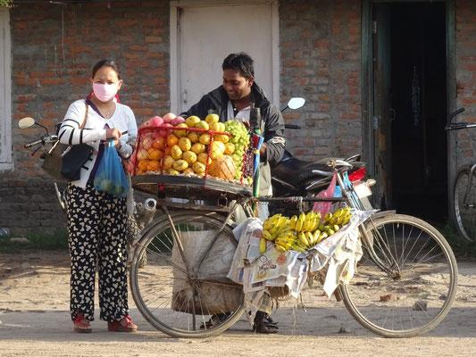 Früchtehändler an der Busstation