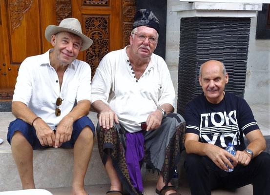 Drei müde Herren, besonders Joni in der Mitte, nach der letzten Nacht.