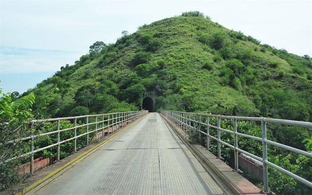 ......über diese Brücke....