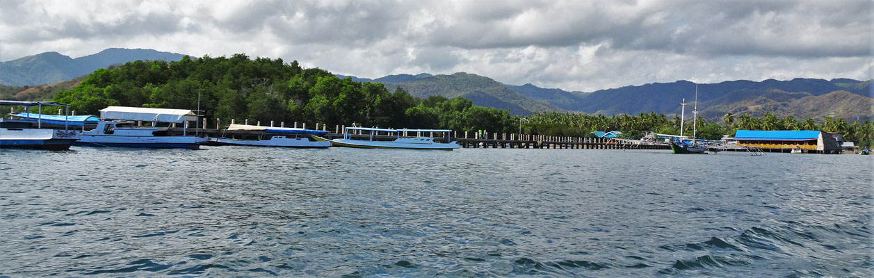 Der Hafen von Riung.