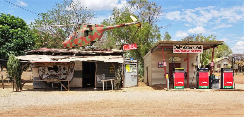 Die Tankstelle mit dem Heli Landeplatz...