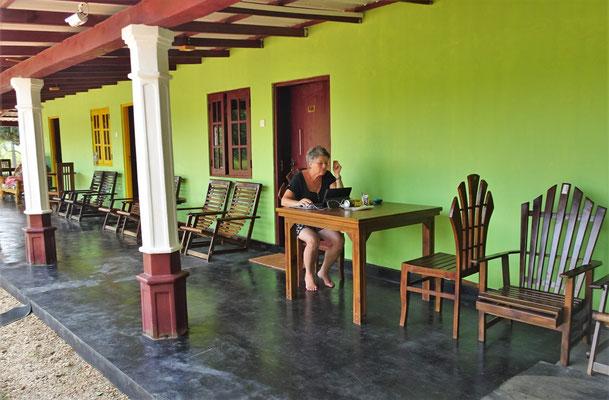 ...das Sigiriya Hostel mit....