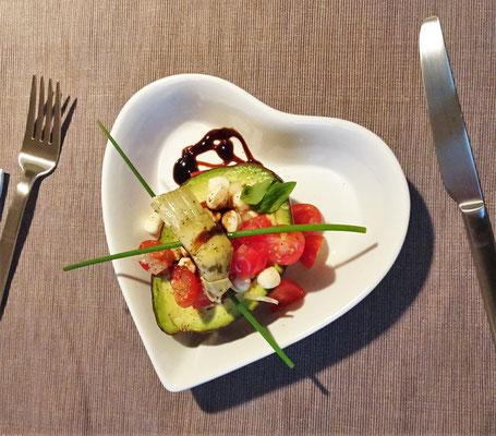 ...Herz-lichen Salat gab....