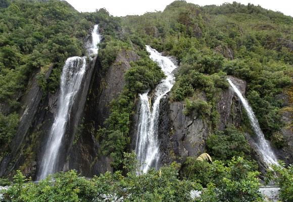 ...sahen wir auch einige Wasserfälle.