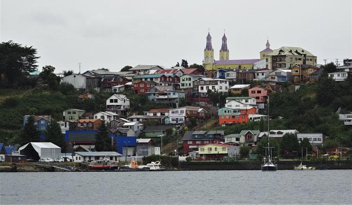 Der Blick auf Castro mit der Kirche.