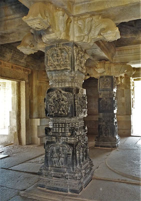 Die reich verzierten Säulen...