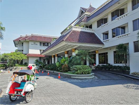 Unser luxuriöses Hotel Santika......