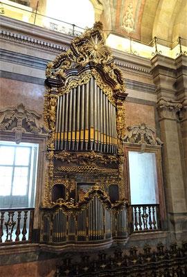.....und die Orgel.