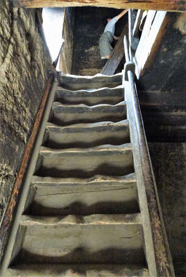 Die steile Treppe im Innern