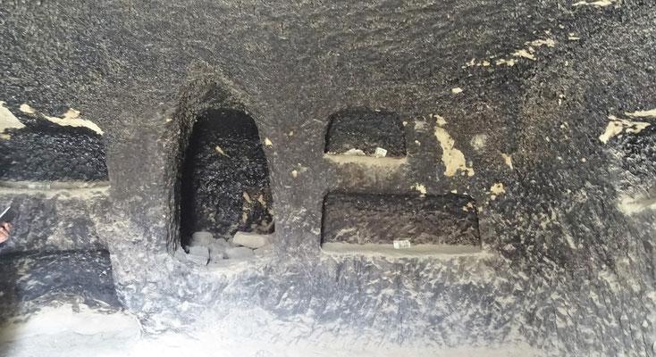 Die Küchenhöle, vom Rauch schwarz,...