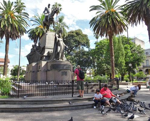 Die Statue des Freiheitsgeneral Güemes.