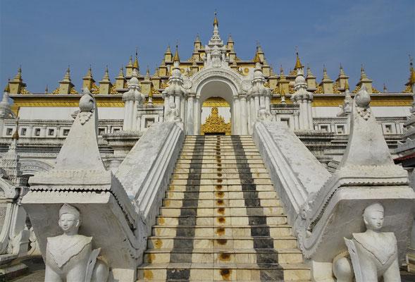 Der Aufgang zum Tempel....