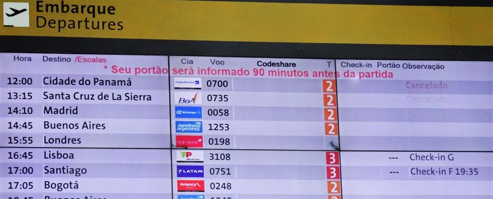Endlich wird unser Flug nach Lissabon angezeigt.