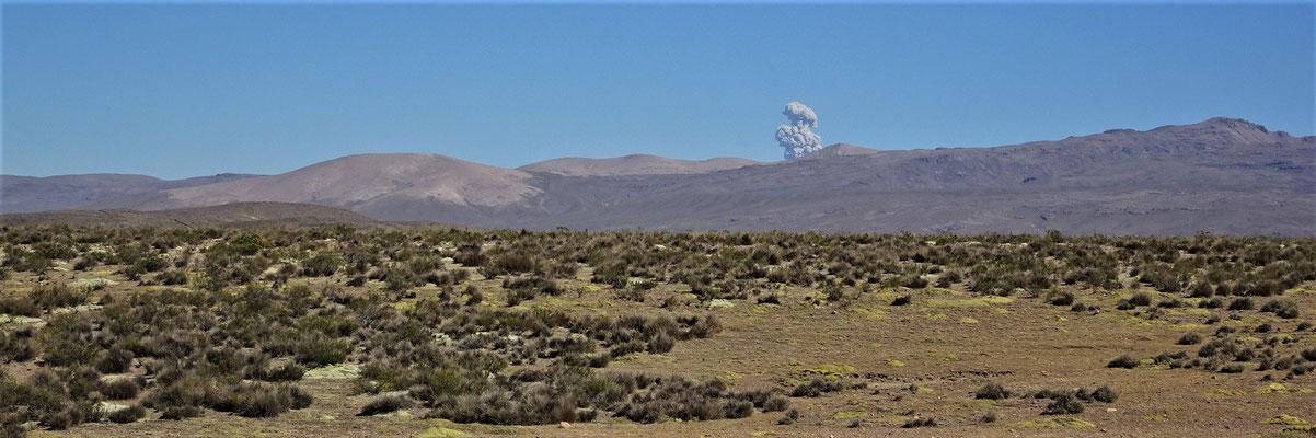 Der Vulkan Sabancaya spuckt wieder.
