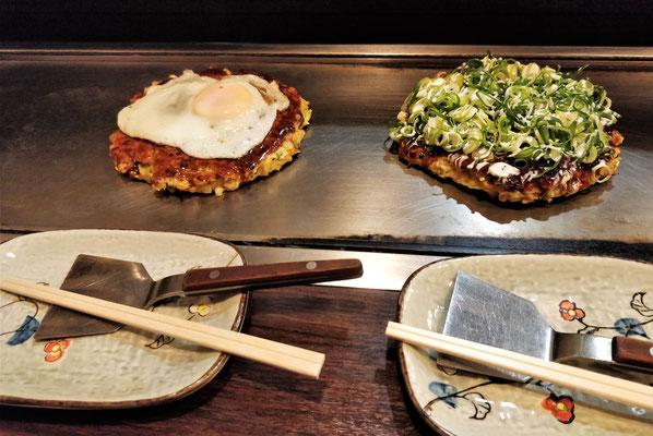 ....das  Okonomiyaki Gericht zubereitet.